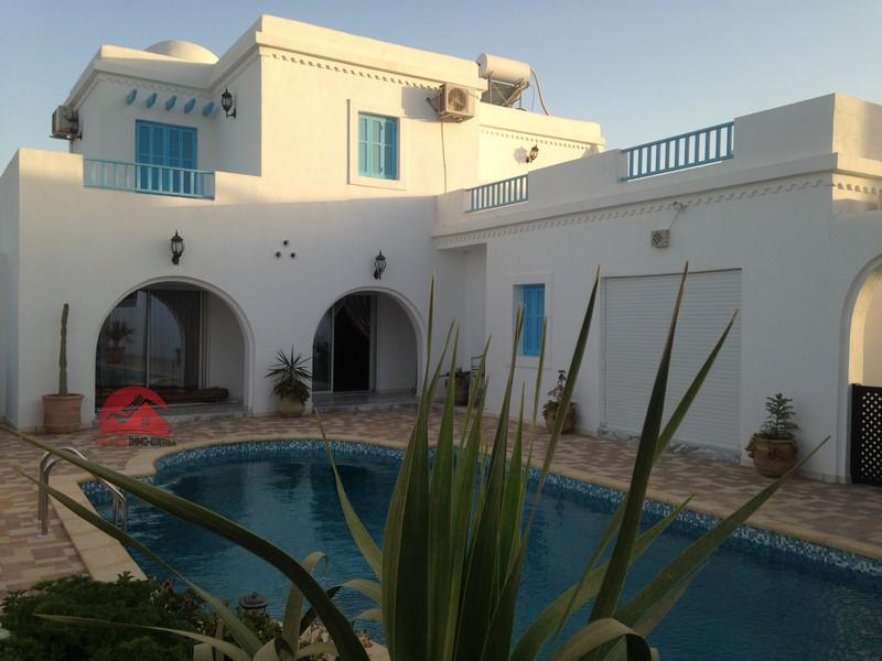 Villa avec grande piscine
