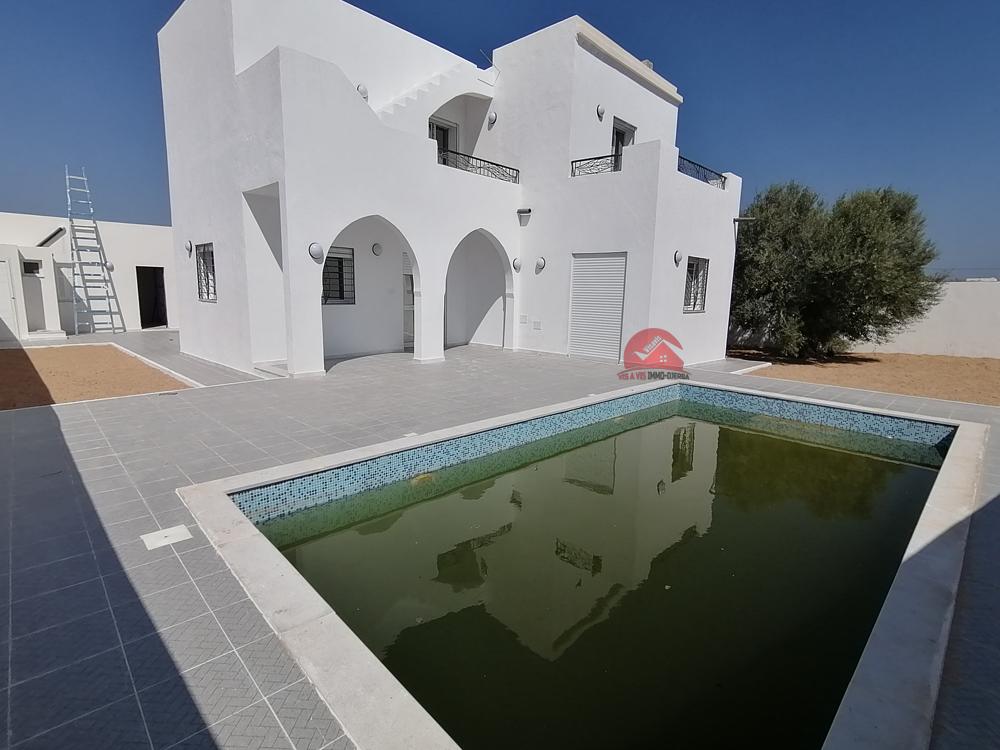 Location de villa avec piscine - Réf L565