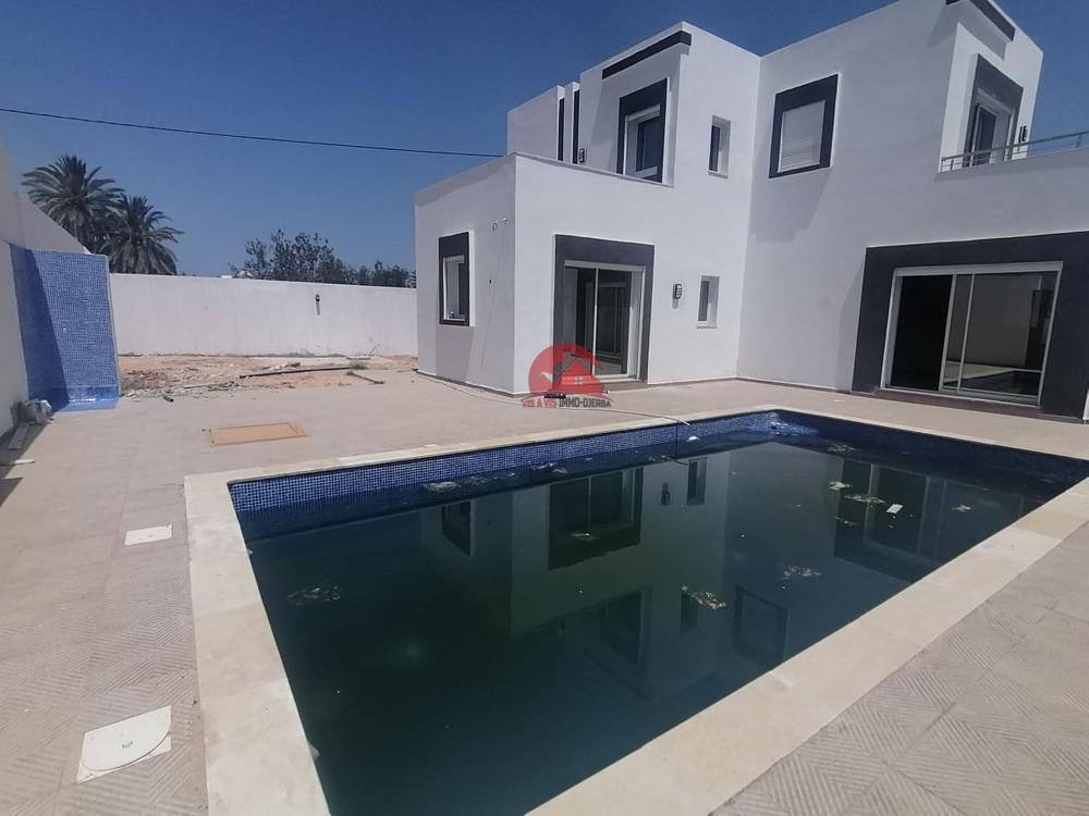 A vendre villa avec piscine - Réf V492