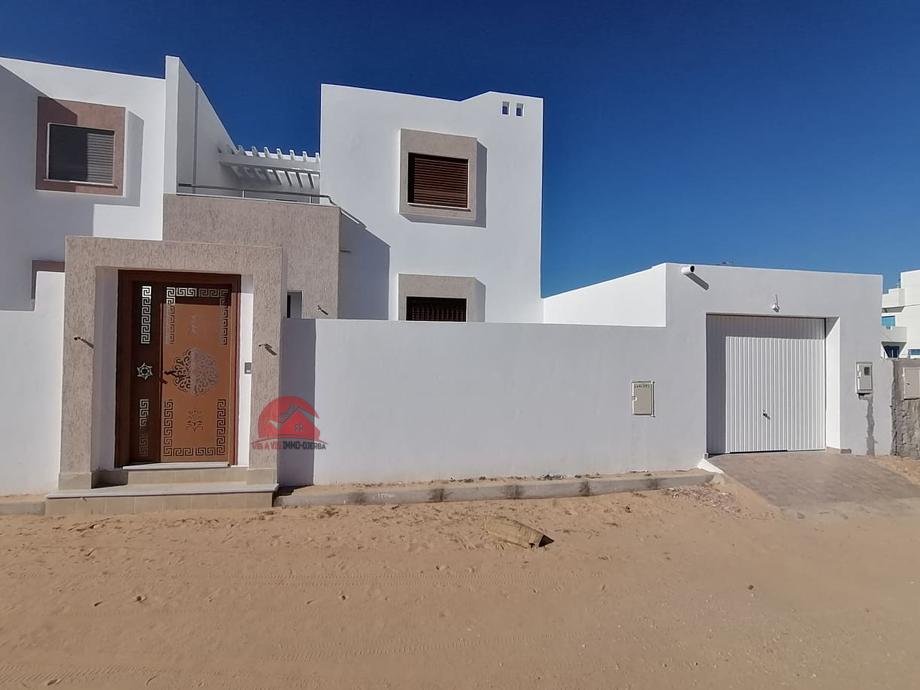 Location annuelle villa vide - Réf L582