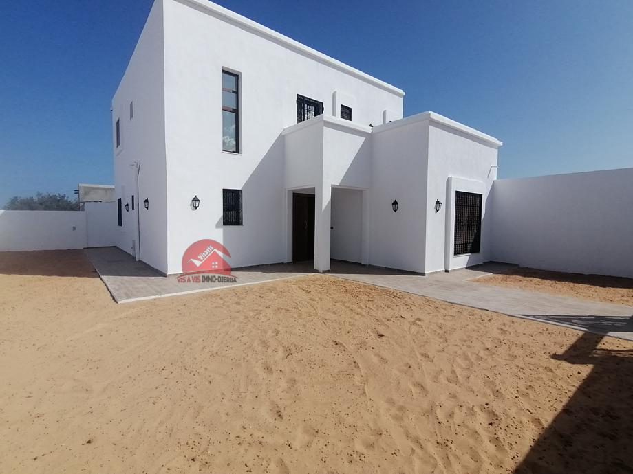 Location grande villa vide - L588