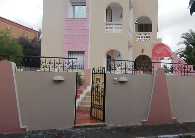 Vente villa avec piscine proche plage - V504