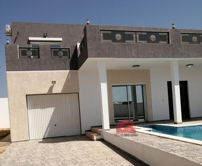 Location estivale de villa avec piscine - Réf L600