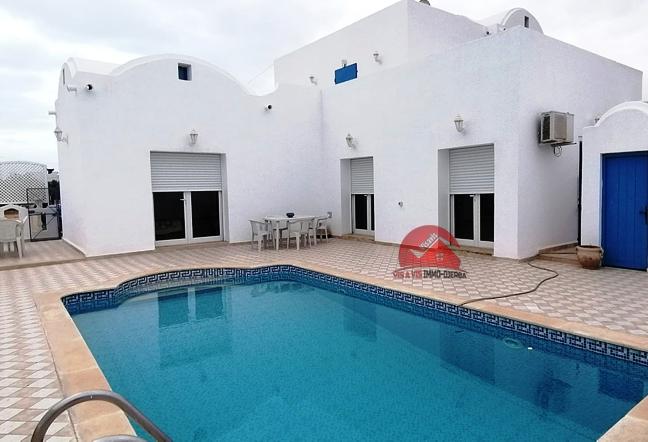 A vendre une villa avec grand terrain - Réf V514