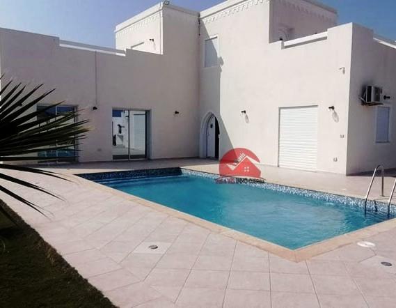 Vente grande villa avec piscine privée - Réf V 517