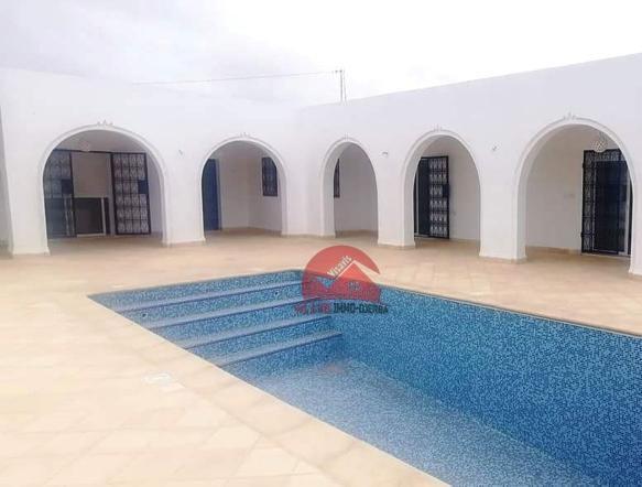 Maison plain-pied avec piscine à vendre - Réf V520