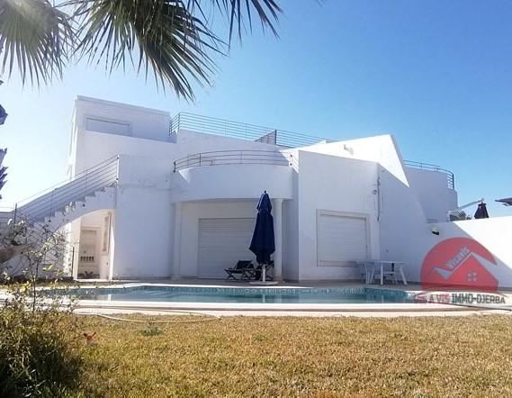 Location villa avec piscine à Tezdaine - Réf L 607