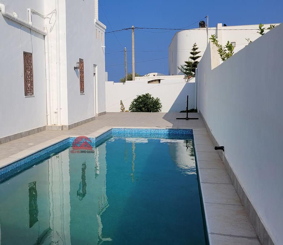 Location villa avec 4 chambres - piscine privée - Réf L639