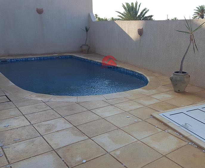 A louer pour longue durée villa avec piscine - Réf L638